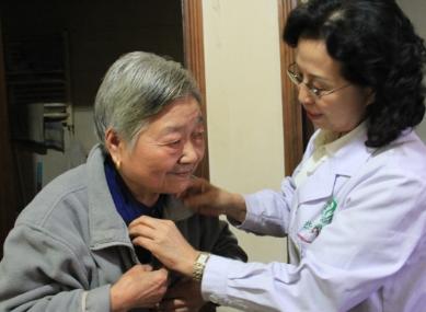如何护理老年白癜风疾病扩散